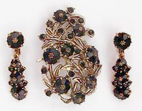 Newly Added Hollycraft Black Margarita Brooch Set
