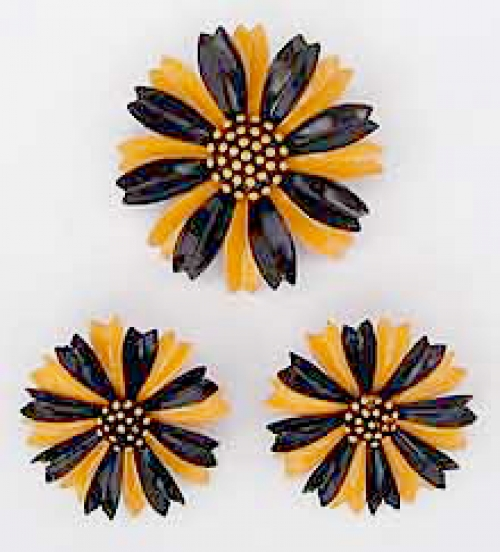 Newly Added Trifari Yellow and Black Enameled Flower Brooch Set