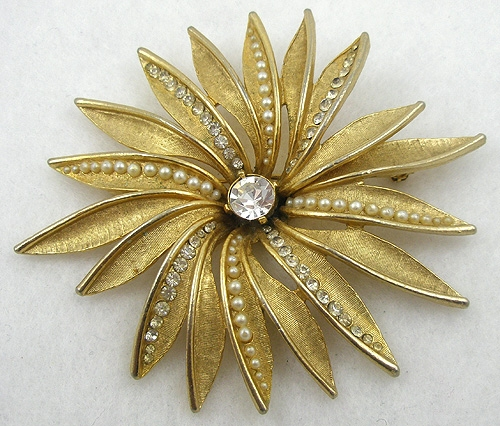 Newly Added Art Golden Flower Brooch