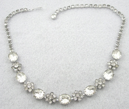 Newly Added Rhinestone Flowers Necklace