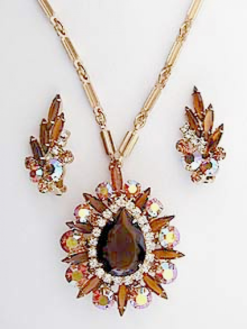 Newly Added DeLizza & Elster Topaz Rhinestone Pin/Pendant Set