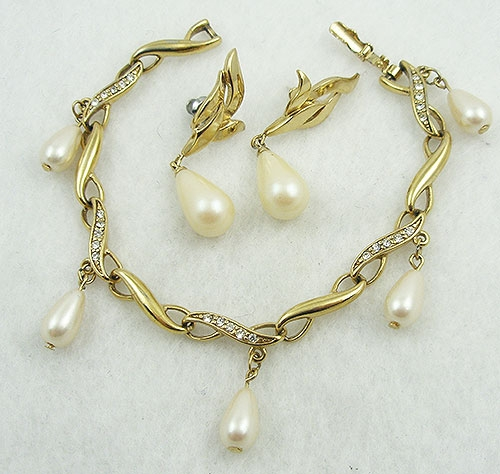 Newly Added Richelieu Faux Pearl Drop Bracelet Set